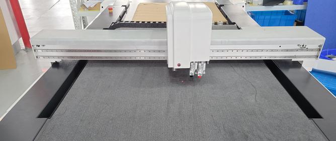 Roll materials feeding system